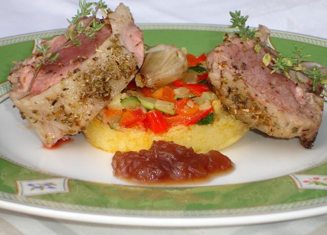 Filet d agneau c tel r ti au thym galette de polenta aux l gumes proven aux et chutney d 39 oignons - Roti d agneau au four ...