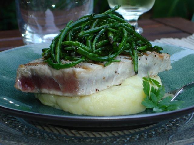 Steak de thon grill pur e l 39 ail et salsa de salicorne - Recette steak de thon grille ...