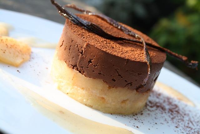 Dacquoise au chocolat tonka et compote de coing - Emporte piece oeuf au plat ...